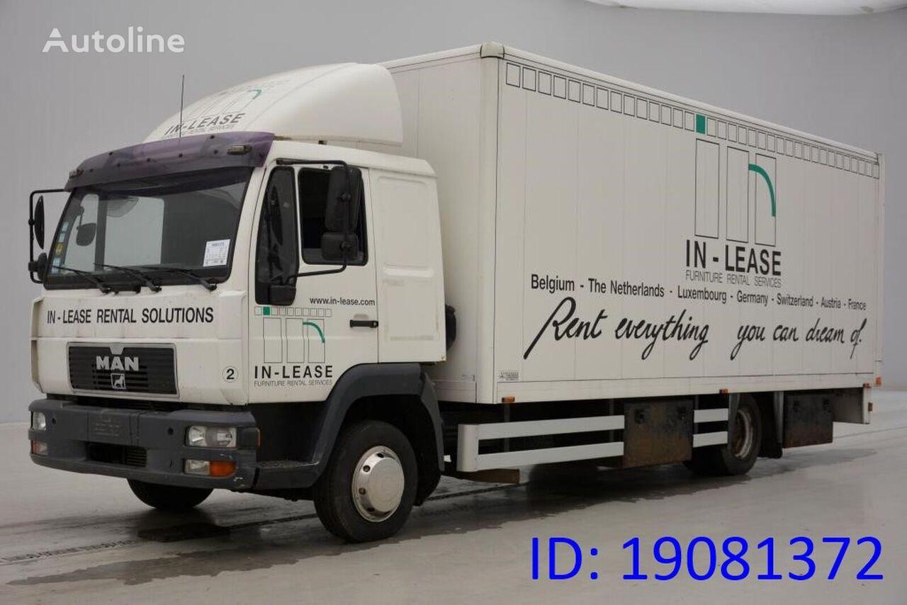 MAN 8.220 L camión furgón