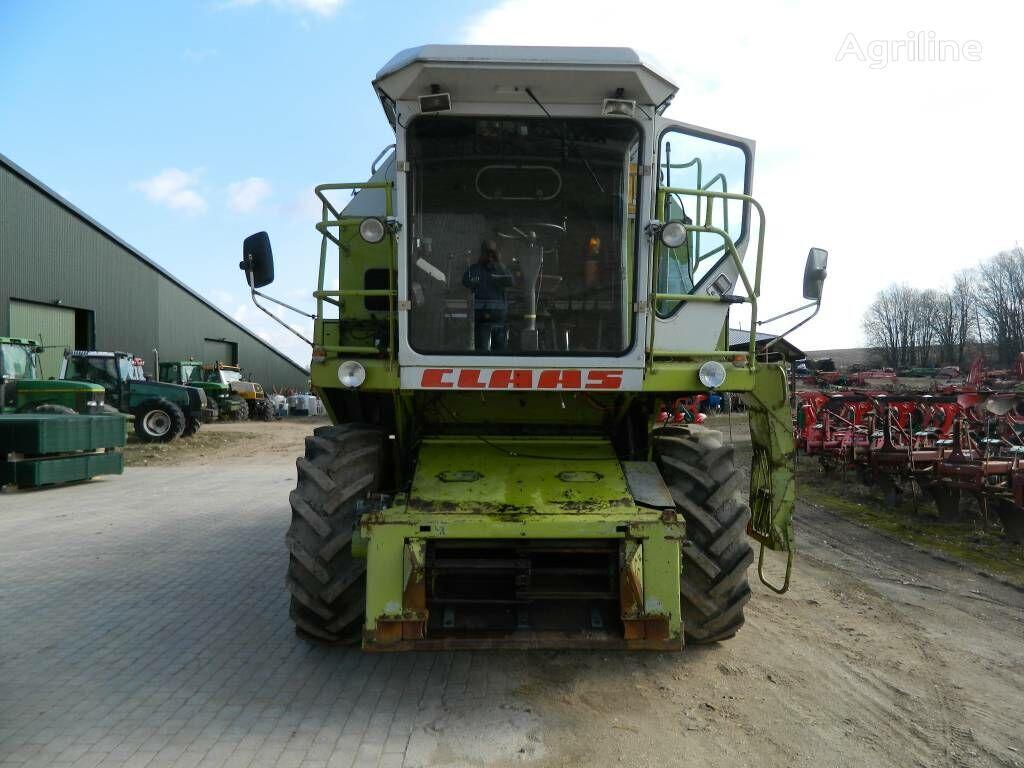 CLAAS Dominator 86 cosechadora de cereales