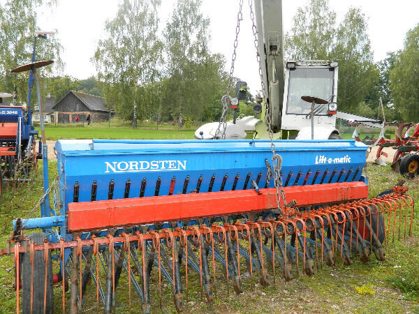 NORDSTEN 3 sembradora mecánica