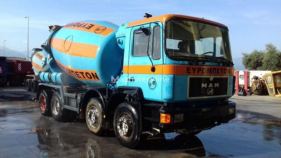 Stetter  en el chasis MAN 32.332 8CH4 camión hormigonera