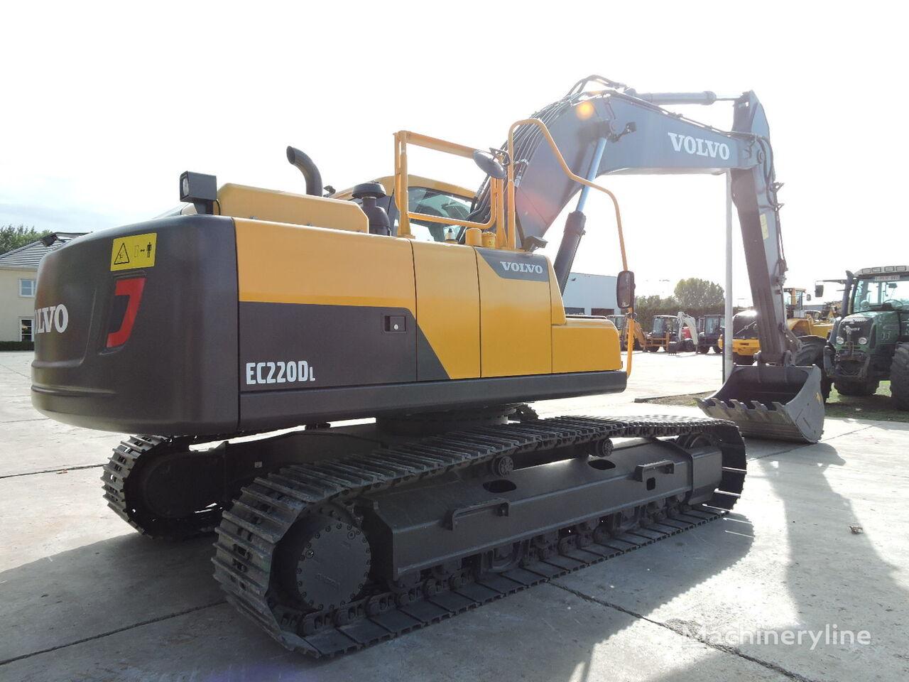 excavadora de orugas VOLVO EC220D nueva