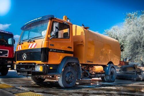 MERCEDES-BENZ 914 camión rociador de agua