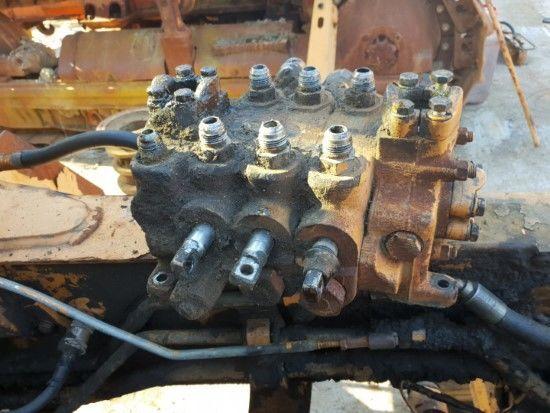 CASE 580K (DISTRIBUIDOR) distribuidor hidráulico para excavadora